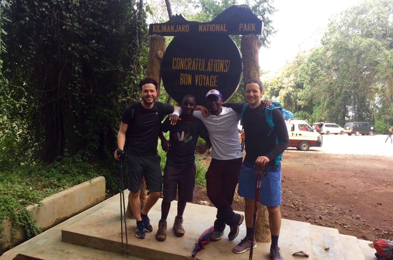Ankunft am Mweka Gate, Ausgang des Kilimandscharo Nationalparks
