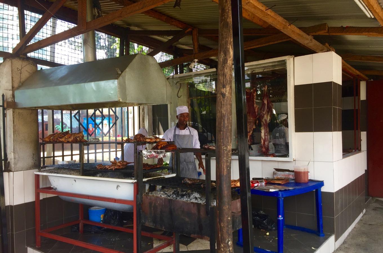 Poulet Grillé dans le restaurant Arusha Uzunguni City Park
