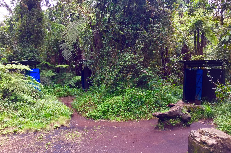 Toilettenhäuschen entlang der Machame Route