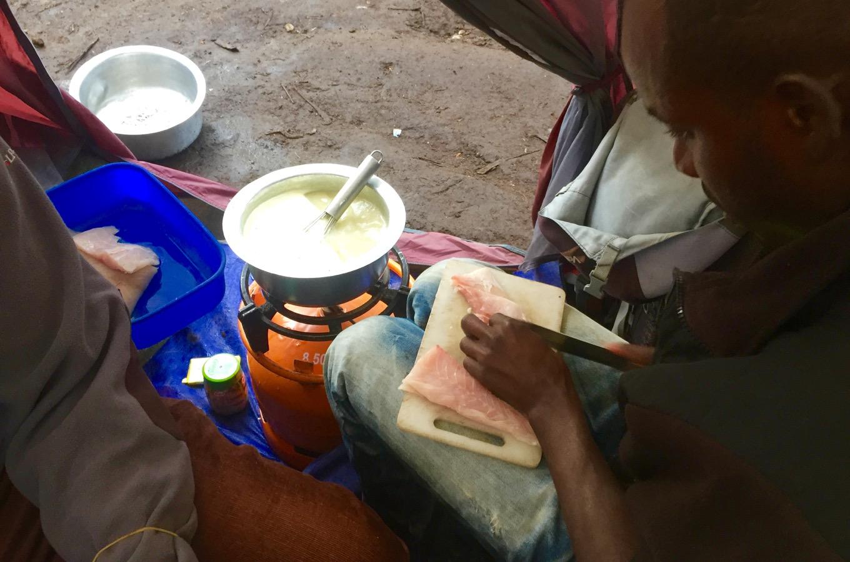 Zubereitung Abendessen im Machame Camp