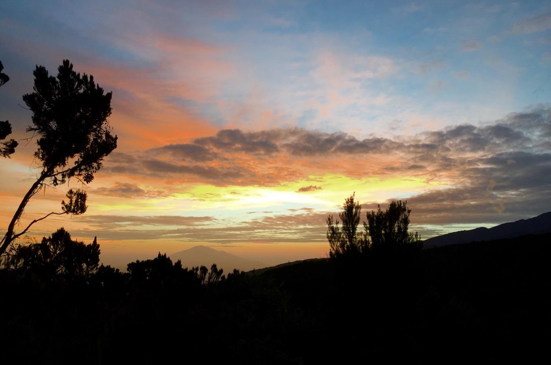 Sonnenuntergang am Kilimandscharo