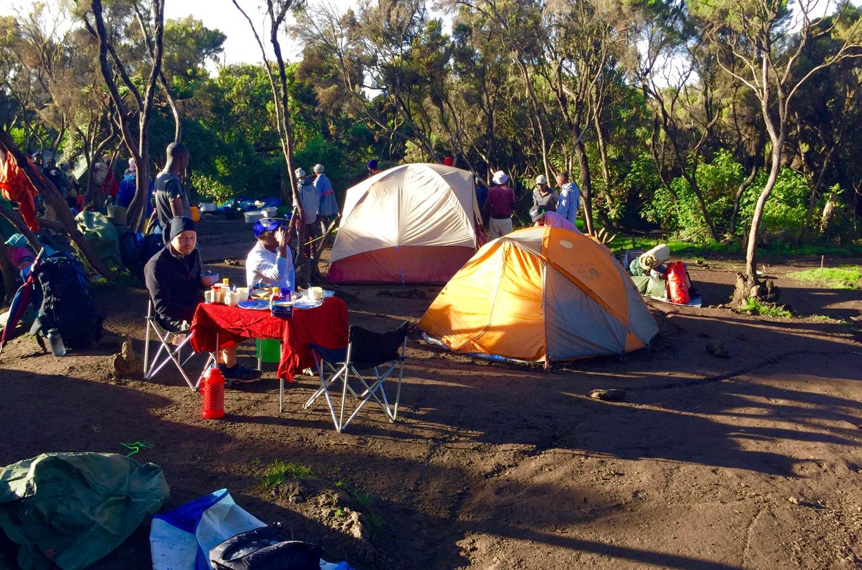 Petit déjeuner au camp Mweka