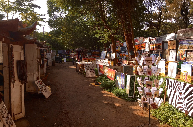 Marché d'artistes dans le centre d'Arusha