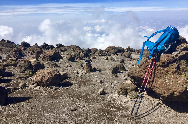 Ausblick ins Land hoch oben auf dem Kilimandscharo