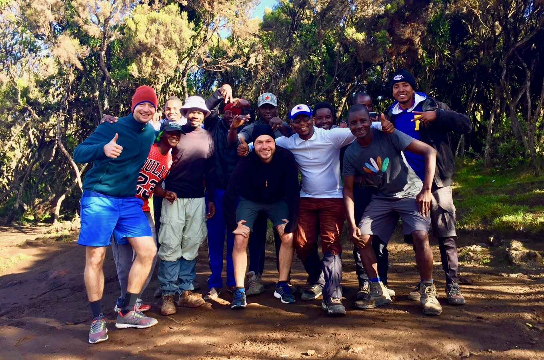 Photo de groupe avec notre équipe sur le Kilimandjaro
