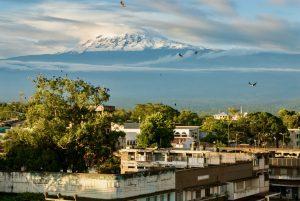 Blick von Moshi auf den Kilimandscharo