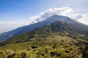 Weiter Blick zum Gipfel des Mount Meru