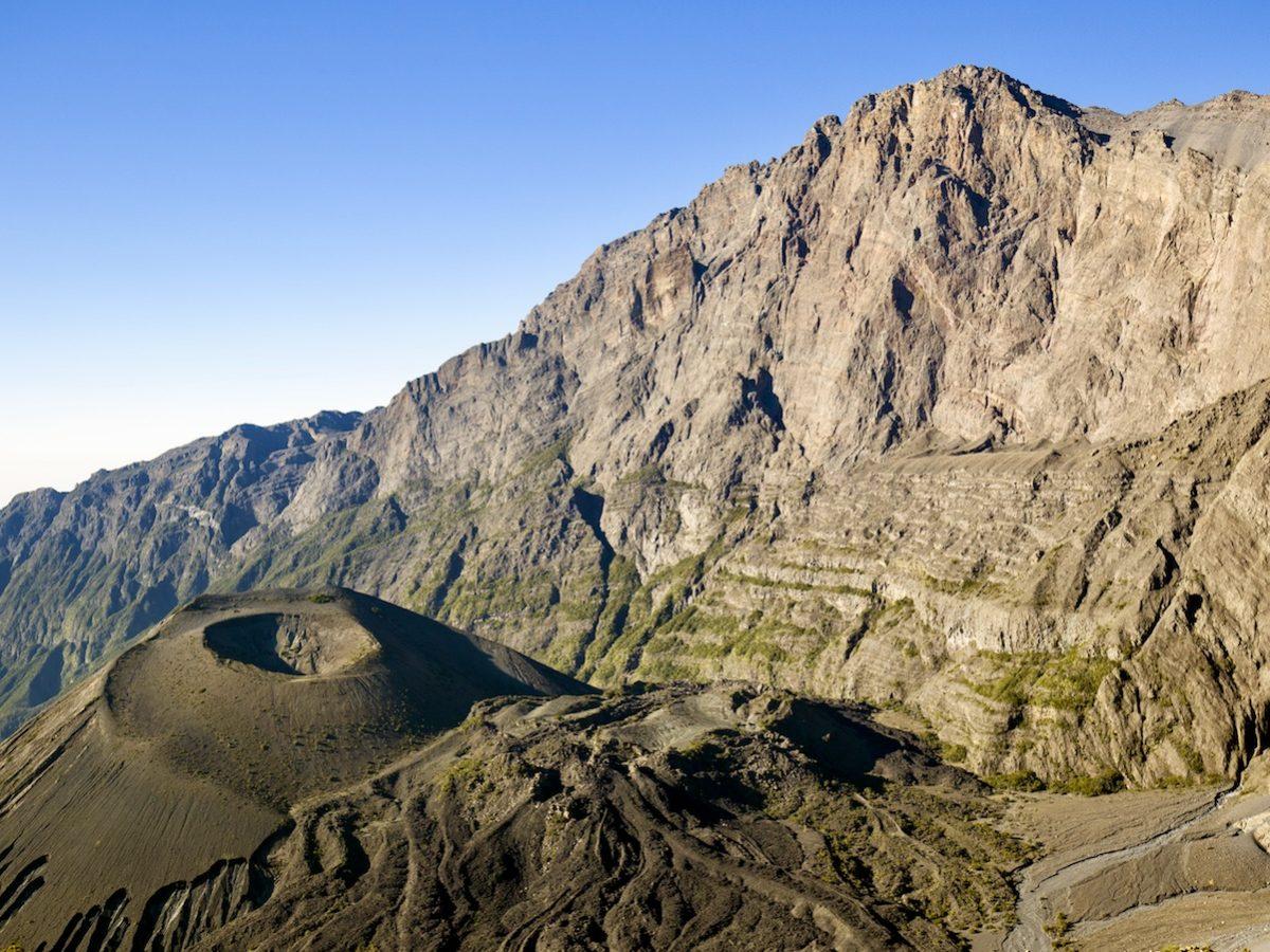 Blick auf den Krater des Mount Meru