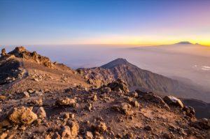 Sonnenaufgang kurz vor dem Erreichen des Gipfels des Mount Meru