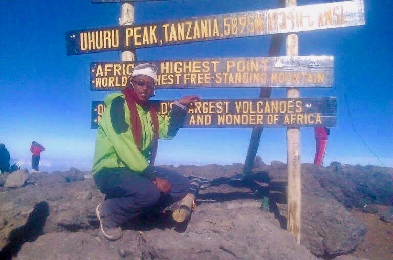 Guide auf dem Gipfel des Kilimandscharo