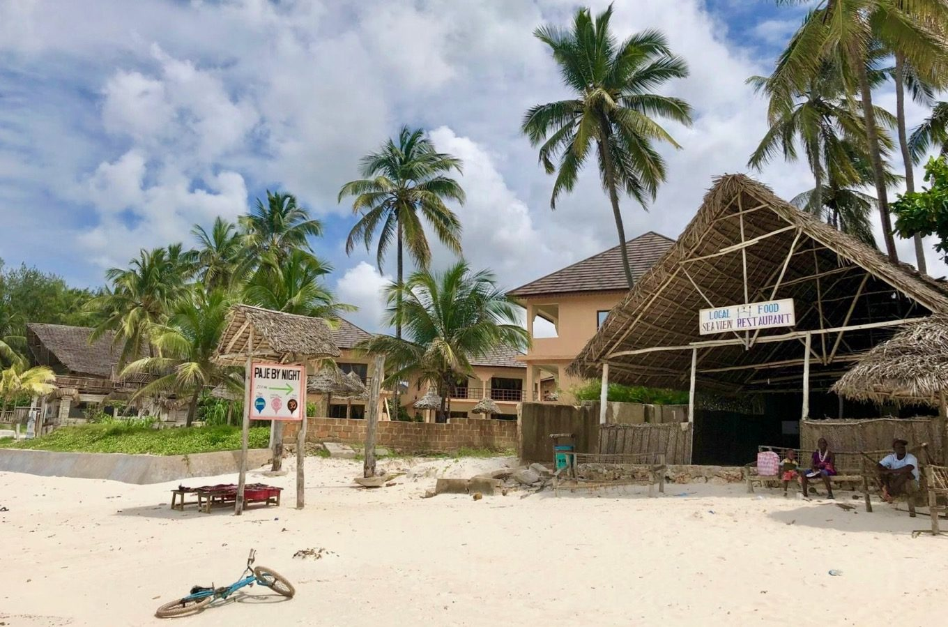 Lodge directly on the beach of Zanzibar